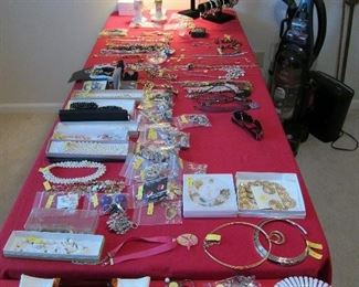 LOTS OF COSTUME JEWELRY INCLUDING MONET AND NAPIER