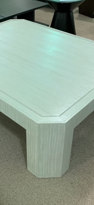 Henredon coffee table brand new 48 in