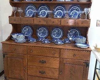 Ethan Allen Maple hutch w/matching kitchen table w/2 leaves and 4 chairs (Dishes are sole)