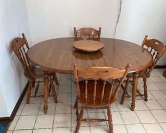 Ethan Allen kitchen table w/2 leaves and 4 chairs