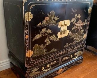 Hand Painted Black Lacquer Chinoiserie Cabinet Asian	33x34x16in	HxWxD
