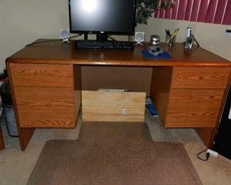 4 Drawer Desk good condition