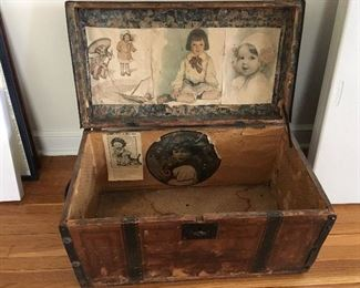 Darling vintage trunk