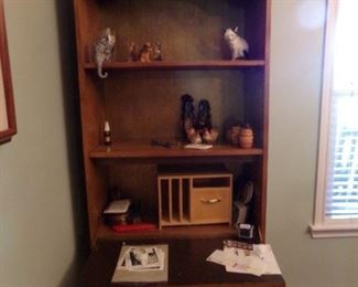 Shelving unit Secretary with a Wood Bill Storage Box and Décor Glass Items