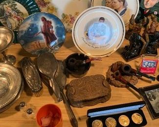 Collector plates & Elvis Gold Coins