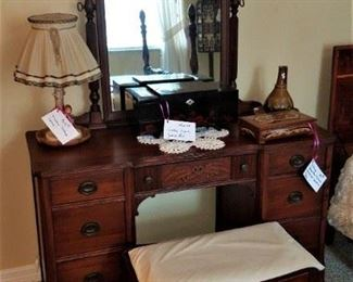 Excellent condition vanity, mirror & matching stool