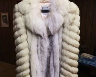 Saga Fox Fur Size Large