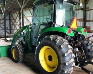 002 John Deere 4720 with 400X Loader  Like New