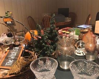 Holiday decor & collectibles
