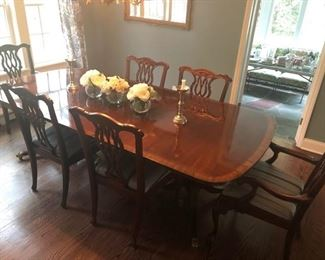 Vintage Queen Anne dining table & chairs
