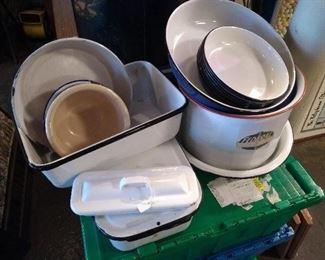 PORCELAIN POT AND PANS