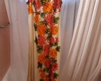 Vintage dress from Hawaii very good condition what's a few other pieces of vintage clothing