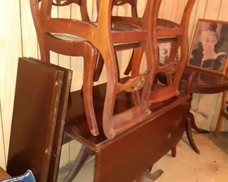 Mahogany Duncan Phyfe style table and chairs