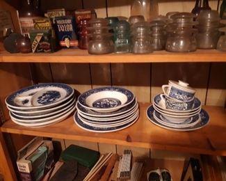 Blue Willow, restaurant Ware plates