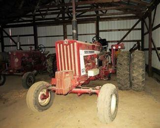IHC 806 Diesel tractor