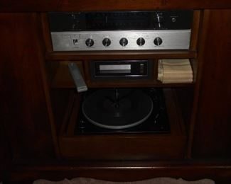 Early American style side board w/2 doors and built in Magnavox tuner, 8 track player & turn table