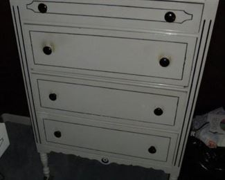 Matching chest of drawers w/4 drawers