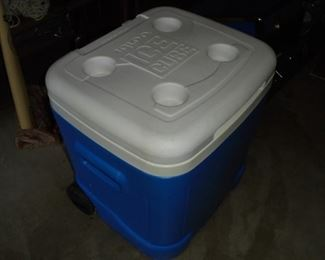 blue 'Igloo' ice chest