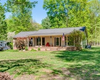 """Blossom Fresh"" Hobby Farm 3B/2BA on 6.9 AC"