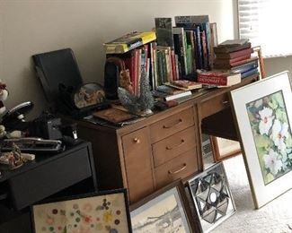 Desk, pictures