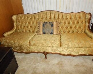 Matching button tufted sofa/great condition