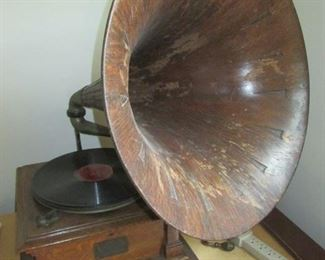 Victor Phonograph Talking Machine Style V-V 53048 with wood horn