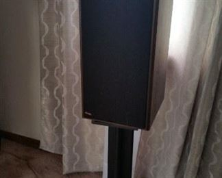 Pinnacle speakers w/stand