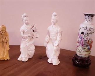 Old Chinese porcelain figurines and sm vase