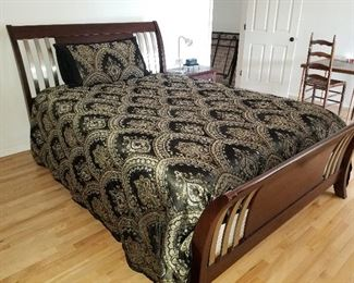 Comforter and Pillow Shams plus Queen Size Bed