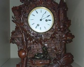 BEAUTIFUL HAND CARVED WOODEN MANTLE CLOCK