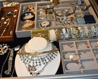 Jewelry Precious Stones Upper End, Gold and Silver Earrings, Pocket Watch, Bracelets, Broaches