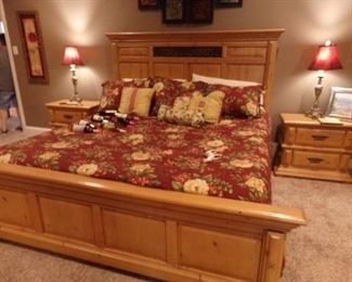 Very Nice King Size Bed Set + Comforter Set + matching Side Tables and Lamps