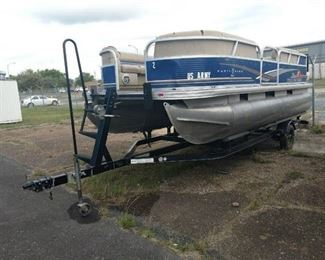 2013 Sun Tracker DLX 18 Party Barge Pontoon
