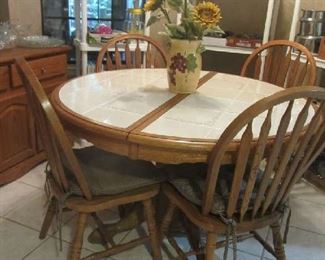 Cute Oak Table w/Tile top, leaf, 4 Bentwood Chairs