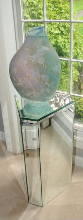 MIRRORED STAND AND ART POT