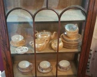 Smaller size display cabinet