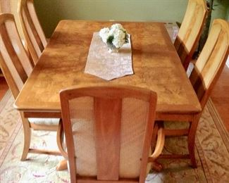 Gorgeous Dining Table w/8 Chairs, 2 leaves, & Tablepads.  Excellent Condition