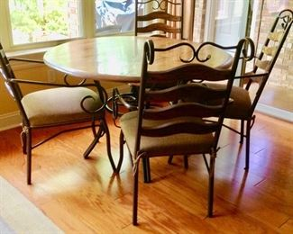 Round Dining Table w/4 Chairs (Chairs match the barstools in previous picture)