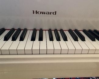 Tickle the ivories! Good condition