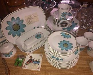 "Noritakev""Up-Sa Daisy"" 40-piece dish set"