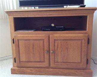 Basic TV stand, oak wood design