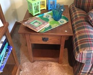 MISSION OAK STYLE END TABLE