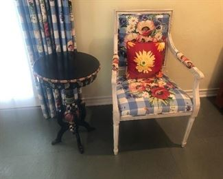 2 matching arm chairs