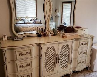 Wonderful Vintage French Provincial Dresser with Fabulous Attached Mirror. This is a beautiful Retro Piece.