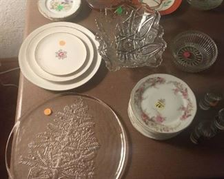 There are many antique dishes