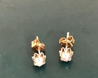 14 kt gold earrings .