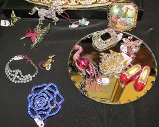 and even more brooches... Look at Dorothy's red shoes !