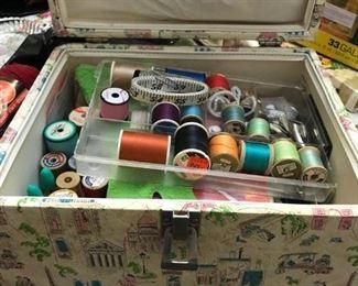 Sewing kit! (I love sewing kits)