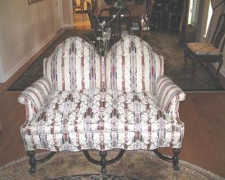 Claw foot Victorian Style Sette. Goose down seat cushion