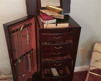 Upright jewelry chest